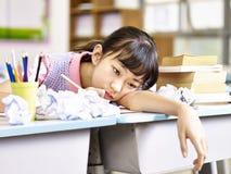 Ragazza asiatica frustrata della scuola elementare Fotografia Stock Libera da Diritti