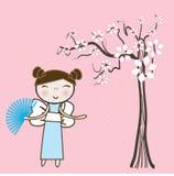 Ragazza asiatica sotto l'albero floreale della sorgente. Immagini Stock