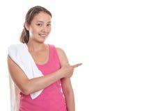 Ragazza asiatica sportiva che indica la destra Immagini Stock