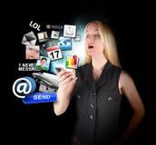 Ragazza astuta del telefono con la sorpresa Apps Immagini Stock Libere da Diritti