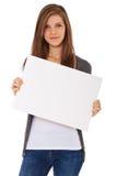 Ragazza attraente che tiene segno in bianco immagine stock