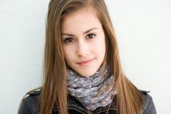 Ragazza attraente dell'allievo del brunette. Fotografia Stock Libera da Diritti