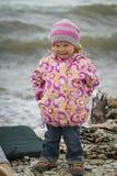 Ragazza in autunno al mare Fotografia Stock