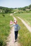 Ragazza, bambino, rete, stile di vita, estate, foresta, insetti, gioia, ambiente, natura Immagini Stock Libere da Diritti