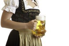 Ragazza bavarese con la birra Stein di Oktoberfest immagine stock libera da diritti
