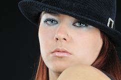 Ragazza bella in cappello fotografia stock libera da diritti