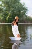 Ragazza bella in fiume Fotografia Stock