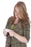 Ragazza bella Texting su un bakground bianco Fotografia Stock