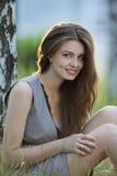 ragazza bella in una fucilazione esterna Fotografia Stock