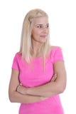 Ragazza bionda abbastanza giovane in camicia rosa isolata. Fotografia Stock Libera da Diritti