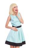 Ragazza bionda alla moda gridante Fotografie Stock