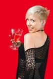 Ragazza bionda attraente che tiene vetro di vino rosso Immagine Stock Libera da Diritti