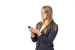 Ragazza bionda che guarda cellulare Fotografie Stock