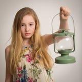 Ragazza bionda che tiene una lanterna Immagini Stock Libere da Diritti