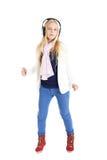 Ragazza bionda con cuffie. Ascoltando la musica e ballare. Immagine Stock