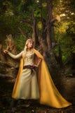 Ragazza bionda in una foresta magica Fotografia Stock