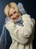 Ragazza bionda in vestiti di inverno immagine stock
