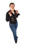 Ragazza in blue jeans e nella posizione della camicia Fotografia Stock