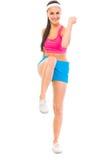Ragazza in buona salute sorridente che fa esercitazione di forma fisica Immagini Stock