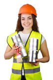 Ragazza in camici ed in un casco con le latte del metallo e una spazzola in mani isolamento Immagini Stock