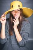 Ragazza in cappello giallo Fotografia Stock Libera da Diritti