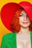 Ragazza in cappello ombreggiato Fotografia Stock
