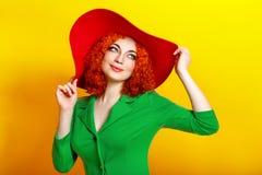 Ragazza in cappello ombreggiato Immagini Stock