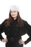 Ragazza in cappotto nero e cappello bianco fotografie stock libere da diritti
