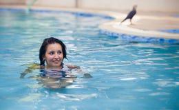 Ragazza castana in vestito di nuoto Fotografia Stock Libera da Diritti
