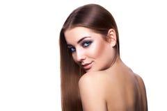 Ragazza caucasica adulta sexy con il gabinetto sano perfetto dei capelli e della pelle Fotografie Stock