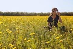 Ragazza che è allergica ai fiori Immagine Stock Libera da Diritti