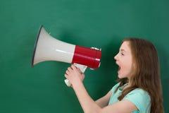 Ragazza che annuncia sul megafono Fotografie Stock