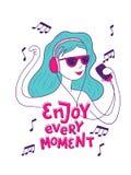 Ragazza che ascolta la musica con le cuffie royalty illustrazione gratis