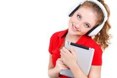 Ragazza che ascolta la musica su un computer della compressa Fotografia Stock Libera da Diritti
