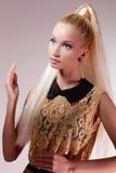 Ragazza che assomiglia alla bambola di Barbie fotografia stock libera da diritti