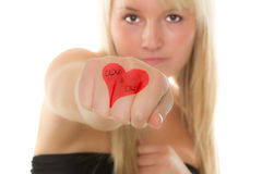 Ragazza che dà la sua mano con un cuore sopra Fotografia Stock