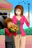 Ragazza che dà mazzo dei fiori alla madre Fotografia Stock