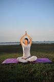 Ragazza che effettua yoga - 3 Fotografie Stock Libere da Diritti