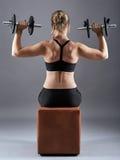 Ragazza che fa allenamento della spalla Fotografia Stock