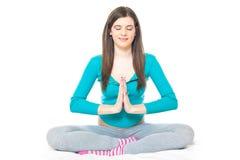 Ragazza che fa esercitazione di yoga Fotografia Stock Libera da Diritti