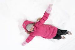 Ragazza che gioca con la neve Fotografie Stock Libere da Diritti