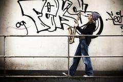 Ragazza che gioca sassofono Fotografia Stock Libera da Diritti