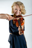 Ragazza che gioca un violino su bianco fotografia stock libera da diritti