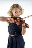 Ragazza che gioca un violino su bianco immagine stock