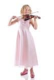 Ragazza che gioca un violino su fondo bianco immagine stock libera da diritti