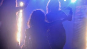 Ragazza che gode del festival di musica video d archivio
