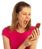 Ragazza che grida nel telefono. Isolato su bianco Fotografie Stock