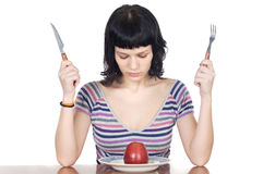Ragazza che guarda una mela rossa Fotografia Stock