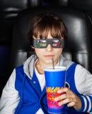 Ragazza che ha bevanda nel teatro del cinema 3D Fotografia Stock Libera da Diritti