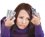 Ragazza che ha influenza catturare le pillole Fotografie Stock Libere da Diritti